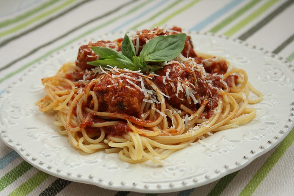 spaghetti-cu-chiftelute-de-curcan