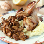 Prepelite la cuptor si piure de cartofi cu parmezan si lamaie