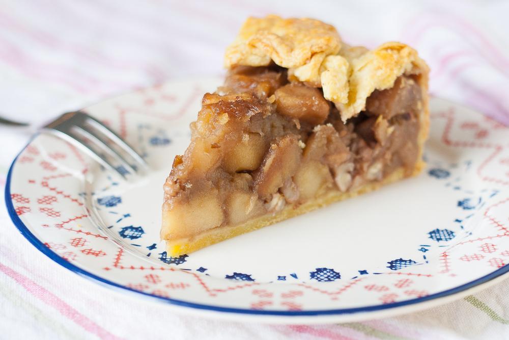 tarta cu mere, lime, nuci si stafide