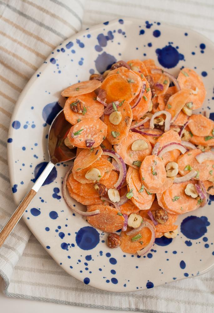 salata-de-morcovi-cu-alune-de-padure-si-tahini-3