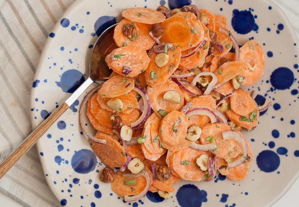 salata-de-morcovi-cu-alune-de-padure-si-tahini-4
