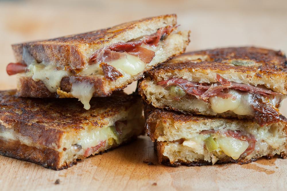 sandvis-cu-branza-grilled-cheese-6