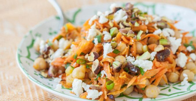 Salata de morcovi cu naut, feta si fistic