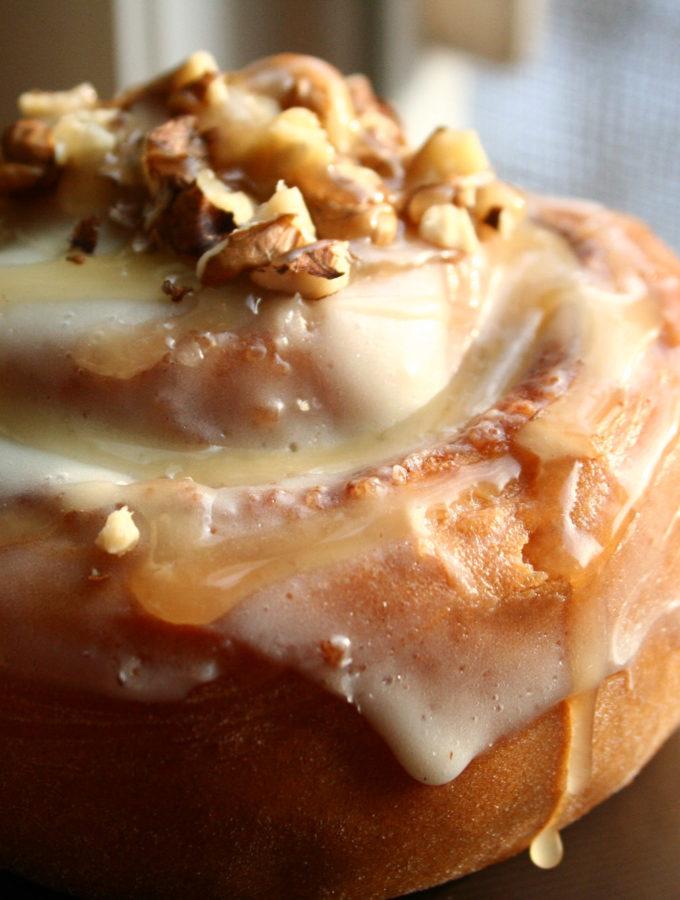 Rulouri cu scortisoara (cinnamon rolls) in miez de noapte…