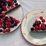 Tarta cu migdale si fructe de padure