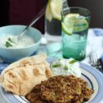 Chiftele grecesti din dovlecei cu tzatziki