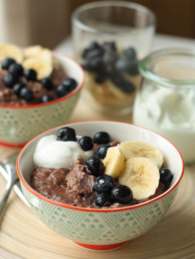 Porridge cu alune de padure si cacao